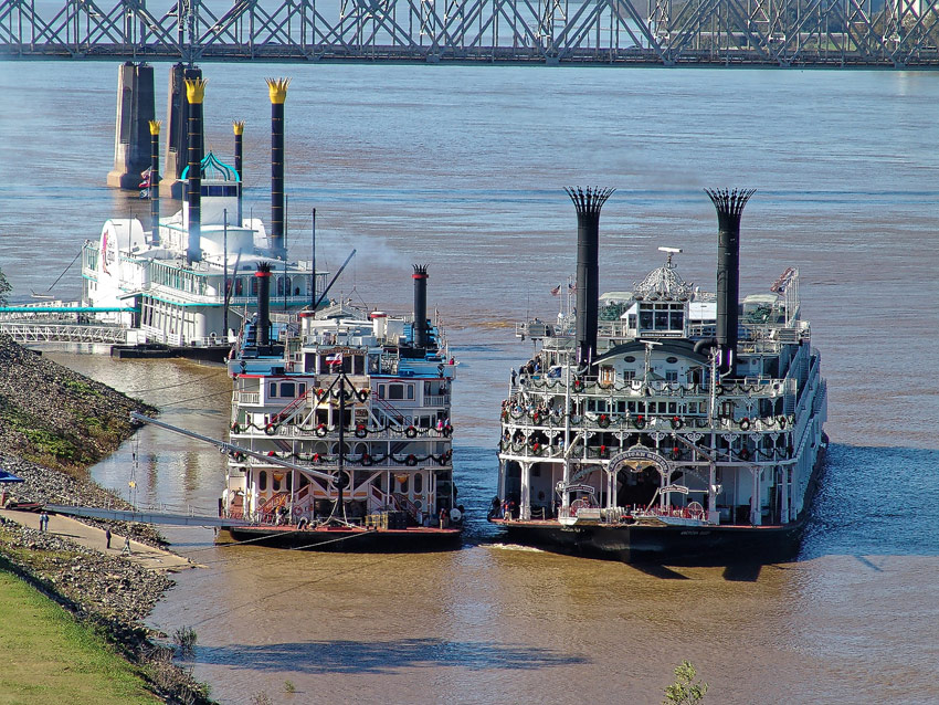 American Queen und Mississippi Queen in Natchez-under-the-Hill