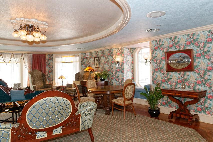 American Queen - ladies's parlor