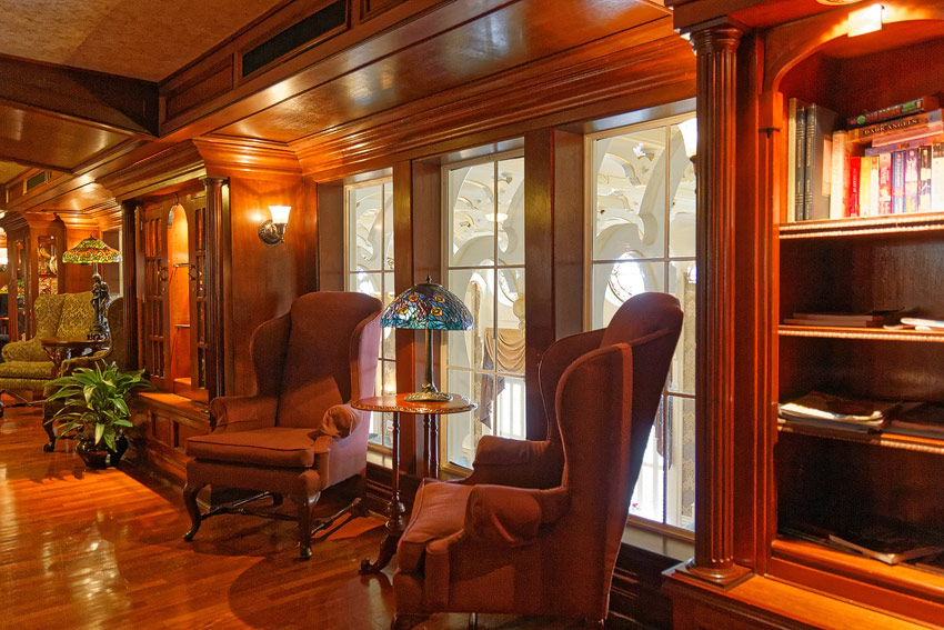 American Queen - Mark Twain lounge