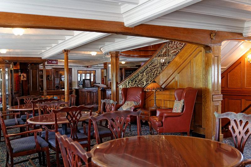 Delta Queen - Forward Cabin Lounge