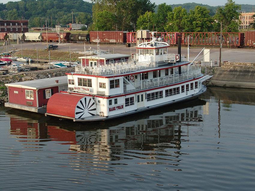 Riverboat Mark Twain