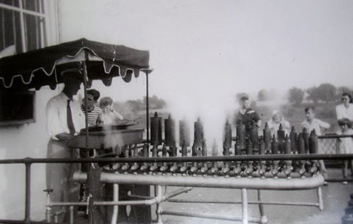 Mr. Homer Denney playing the Thomas J. Nichol built steam calliope of the Str. ISLAND QUEEN (2) 1946 at Cincinnati, OH